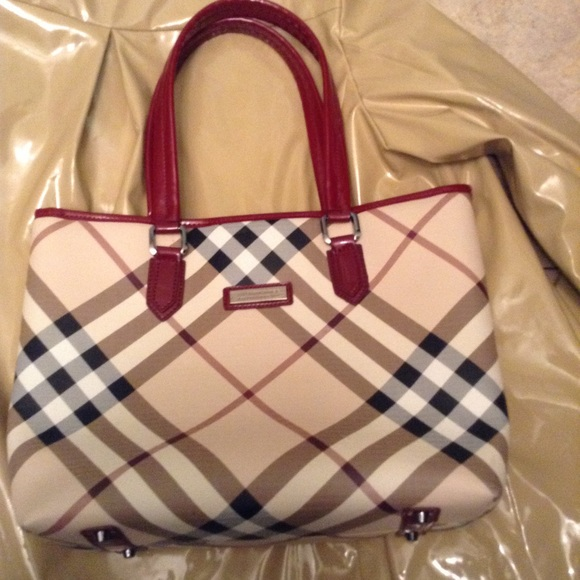 049572a7b0 Burberry Handbags - Authentic Burberry large plaid tote